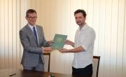 Burmistrz Barlinka i przedstawiciel firmy SOLID-STET Sp. z o.o. Sp. k. ze Szczecina